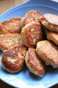 sio-smutki! Monika od kuchni: Placki z sera z wiaderka Kielbasa, Something Sweet, Breakfast Recipes, French Toast, Food And Drink, Cooking Recipes, Vegetarian, Dinner, Pizza