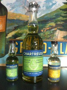 Antique Chartreuse Bottles - Vieille Voiron Verte en demi format et deux mignonnettes de la même période (1956-64)