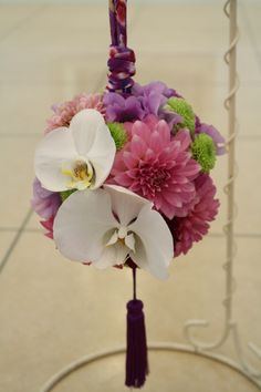 Japanese wedding flower ball bouquet. #japan #wedding #photo