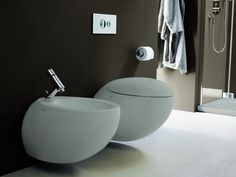 Il Bagno Alessi One sanitaryware from Laufen is available in white or warm grey. The WC and bidet feature soft, organic curves and the dual-flush cistern uses just 6 or 3 litres of water. Prices are from for the wall-hung bidet and for the wall-hung WC. Bathroom Suppliers, Traditional Toilets, Wall Mounted Toilet, Toilet Design, Alessi, Bathroom Inspiration, Loft Bathroom, Design Bathroom, Bath Design
