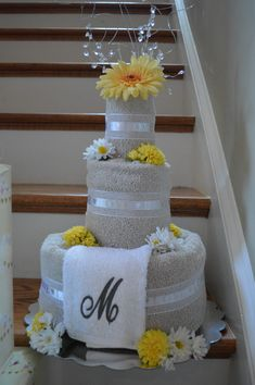 60 super Ideas for bridal gifts for bride baskets towel cakes 60 super Ideas . Bridal Shower Gifts For Bride, Bride Gifts, Wedding Gifts, Wedding Ceremony Ideas, Wedding Towel Cakes, Wedding Gift Baskets, Brides Basket, Towel Crafts, Gift Cake