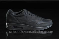 Air Max 1, Nike Air Max, Air Max Sneakers, Sneakers Nike, Discount Sneakers, Nike Store, All Black, Men's Shoes, Topshop