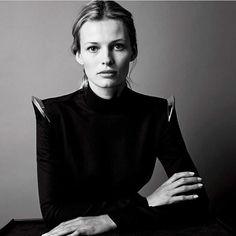 MUGLER https://www.fashion.net/mugler #muglerofficial #fashionnet #mode #moda #style #model #designers
