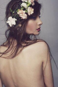 just lovely. Además del tocado de #flores en el #hair me gustaría una #fotografia así para recuerdo