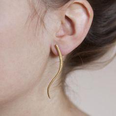 de-anna-kiernan-jewellery-gold-curve-earrings-