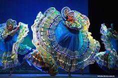 Traditional Mexican Attire and Folk dances Ballet Folklorico, Mexican Costume, Traditional Mexican Dress, Mexican Heritage, Mexico Culture, Folk Dance, Mexican Art, Color Theory, History