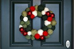 Simple and cheap instructions for making a yarn ball wreath.  I'm thinking I will do one for Autumn and one for Christmas!