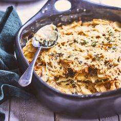 Nadia Lim's cheesy potato gratin recipe creates a side dish for any occasion! Spiked with bacon, thyme and kale for some bonus greenery, this dish is goes beautifully with.well, just about everything! Weeknight Meals, Quick Meals, Freezer Meals, Potato Gratin Recipe, Spiced Cauliflower, Cheesy Potatoes, Healthy Cooking, Paleo Food