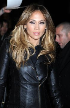 Get the Look: Jennifer Lopez's Sexy Texture Celebrity Hairstyles, Diy Hairstyles, Very Beautiful Woman, Beautiful Things, J Lo Fashion, Hot Haircuts, Glam Girl, New Hair Colors, Ombre Hair