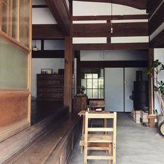 こちらは古民家をリノベーションしたというお宅。昔ながらの古民家の土間が味わい深く懐かしいですね。