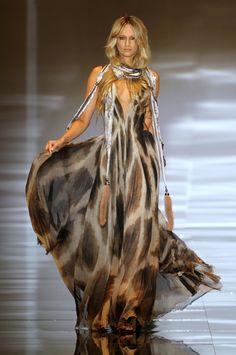 Roberto Cavalli. Don't really care for the thing around her neck, but the dress itself is absolutely GORGEOUS!