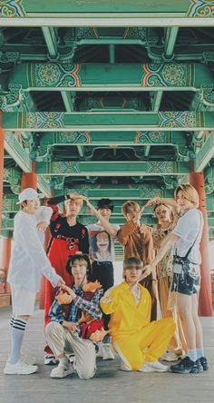 K Wallpaper, Felix Stray Kids, Crazy Kids, Kid Memes, Bts Pictures, Kpop Boy, K Idols, K Pop, Pretty Boys