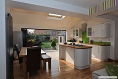 Bi fold doors - oh, it will happen Kitchen Dinning Room, Kitchen Family Rooms, Kitchen Living, New Kitchen, Kitchen Ideas, Compact Kitchen, Dining Area, Kitchen Diner Extension, Open Plan Kitchen