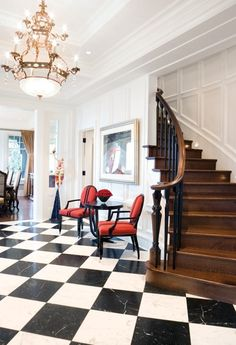 Hall d'entrée traditionnel. Un couloir graphique avec de riches détails architecturaux.