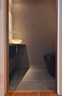Mさんの家 BLOG見学会 | ハンズデザイン一級建築士事務所 Black Kitchens, Kitchen Black, Powder Room, Toilet, Bathtub, Bathroom, Architecture, Interior, House