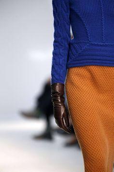 Go to Paris Fashion week Knitwear Fashion, Knit Fashion, Womens Fashion, Paris Fashion, Winter Fashion, Moda Crochet, Bleu Turquoise, Knitting Designs, Fashion Details