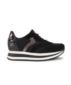 GRUMMAN sneaker with metallic details. New Sneakers, Kicks, Metallic, Corner, Shoes, Black, Fashion, Moda, Zapatos