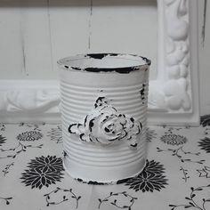 Para que le des un uso alternativo a esas latitas de conserva! Y aportamos al . Aluminum Can Crafts, Tin Can Crafts, Crafts To Make, Fun Crafts, Arts And Crafts, Shabby Chic Crafts, Vintage Crafts, Shabby Vintage, Tin Can Art