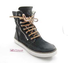 AQA A2215 Dames Veterschoen/Klittenband kleur Zwart materiaal Nubuck leer bestel je online via de webshop: velthuisschoenen.nl