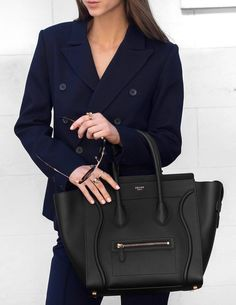 17 Chic Tote Bags for Work fromluxewithlove / July the perfect work bag for your daily commute can be surprisingly difficult! Celine Mini Luggage, Celine Bag, Work Tote, Work Bags, Salvatore Ferragamo, Office Bags For Women, Types Of Purses, Structured Bag, Mode Blog