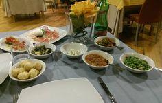 Antipasto leggero... P. S nella. Foto manca la. Parmigiana la#napoli #aversa #caserta#milano #palermo #messina #italia #torino #venezia #bari #salerno #roma#cagliari#firenze #bologna #rimini #udine #parma #pisa #ancona #trento #aosta #crotone #pisa #verona #jesolo #catania #santeodoro#italy #salerno . Porchetta ed i gamberi fritti by tristano89