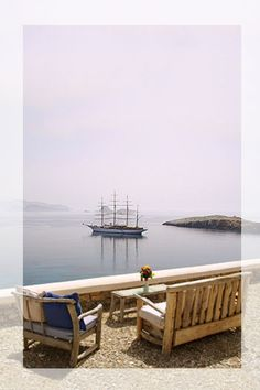 Villas by the beach on Folegandros, Greek Island Paros, Santorini, Places To Travel, Places To See, Places Around The World, Around The Worlds, Myconos, Crete, Greek Islands