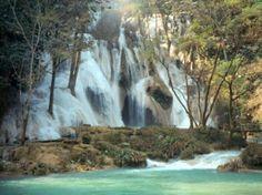 Chutes d'eau au Laos - HORIZON VIETNAM VOYAGE - agence de voyage au Vietnam proposant des voyages au #Laos. Des circuits sur mesure au Laos et dans toute l'Indochine hors des sentiers battus en respectant un tourisme solidaire.