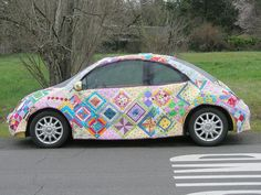 "Car cover pinned from Eefje--no WAY! This made my night.    OMG can you imagine taking this picture into the auto paint shop and saying ""If you paint my car like this, I'll make you a quilt"" :)"
