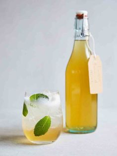 Springtime cordial | Jamie Oliver pie recipes Jaime Oliver, Honey Drink, Pie Recipes, Drink Recipes, Party Drinks, Cocktails, Nutrition Drinks, Thai Basil, Thing 1