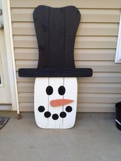 Welcome Winter With Wooden Pallet Snowman | Pallet Design