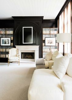 dramatic, elegant living room ~ photo by Alyssa Rosenheck for Elle Decor Cute Living Room, Living Room Decor, Fancy Living Rooms, Living Room Designs, Living Spaces, Black And White Living Room, Black White, White Style, Modern Mansion
