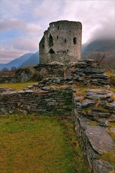 Dolbadarn Castle, Snowdonia. Once the stronghold of Welsh prince Llywelyn the Great, it stands in the gloriously scenic Llanberis Pass. It was seized by Edward I in 1284 and he used some of its materials to build his new #castle at Caernarfon. Today it is a Grade I listed building.