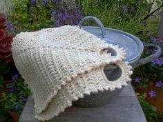 Dit is een klassieke ouderwetse pannenlap die ik op school heb leren haken. Zo af en toe kom je dit model nog wel eens tegen, maar vaak twee... Crochet Crafts, Hand Crochet, Crochet Hooks, Diy Crafts, Crochet Patterns For Beginners, Knitting Patterns, Baby Blanket Crochet, Crochet Baby, Boyfriend Crafts