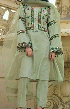 Fancy Dress Design, Stylish Dress Designs, Designs For Dresses, Simple Pakistani Dresses, Pakistani Dress Design, Indian Dresses, Kurti Embroidery Design, Embroidery Fashion, Hand Embroidery Dress