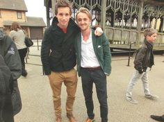 Oh look! To-be Newt is with Tom Felton at what looks like a Harry Potter theme-park (if I recognise that bridge correctly). Perhaps he is already a fan of the series? Can't wait for 'Fantastic Beasts' in November 2016!
