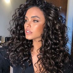 Do you like your wavy hair and do not change it for anything? But it's not always easy to put your curls in value … Need some hairstyle ideas to magnify your wavy hair? Curly Hair Styles, Curly Hair Tips, Long Curly Hair, Big Hair, Wavy Hair, Natural Hair Styles, Curly Girl, Stylish Hair, Natural Curls