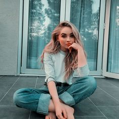Sexy photos of a young 19 year old actress, model and singer Sabrina Carpenter. The young model is incredibly popular in social networks! Estilo Sabrina Carpenter, Sabrina Carpenter Outfits, Pretty People, Beautiful People, Girl Meets World, Celebs, Celebrities, Girl Crushes, Persona