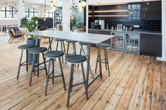 This versatile range is a natural choice for any co-working environment, creating collaborative spaces for agile working and social exchange.