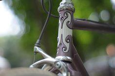 Look at that lug! Velouria at Lovely Bicycle has a beautiful new bike. Fixed Gear Bike, Custom Bikes, Cool Bikes, Road Bike, Fancy, Bicycling, Bike Design, Stuff To Buy, Restore