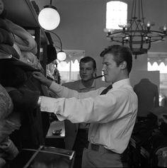 Super-Rare Photos of Steve McQueen, Paul Newman, And Other Icons - Airows Roger Moore, Steve Mcqueen, John Millington, Photos Rares, Paul Newman, Handsome Actors, Cool Sweaters, Rare Photos, James Bond