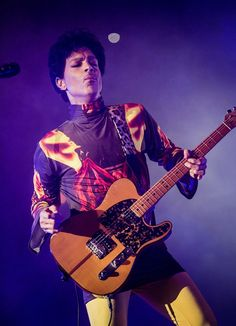 Live Review: Prince at Chicago's United Center and House of Blues (9/25)  BY JEREMY D. LARSON ON SEPTEMBER 26TH, 2012 IN CONCERT REVIEWS, HOT