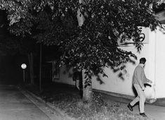 Jeff Wall and Lucas Blalock: A Conversation on Pictures - Aperture Foundation NY - Aperture Foundation NY Jeff Wall Photography, Photography Themes, Fine Art Photography, Conceptual Photography, Night Photography, Lucas Blalock, Tableaux Vivants, Magazin Design, Shadow Photos