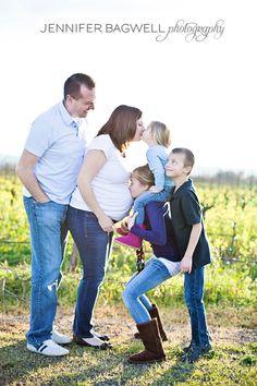 family maternity photo! spreadin the love!!