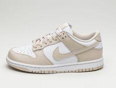 Dr Shoes, Swag Shoes, Cute Nike Shoes, Cute Sneakers, Nike Air Shoes, Hype Shoes, Jordan Shoes Girls, Girls Shoes, Nike Wmns