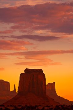 Sunset, Monument Valley National Tribal Park, Arizona >>> so stunning. It makes me really want to take a road trip out west. I just love the American west...