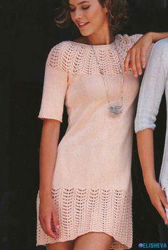 Мини-платье с ажурным узором, вязаное спицами