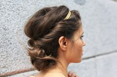 Super easy to use our wire headbands to make this look work !
