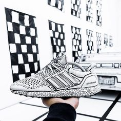 bab3abe7eabe0  ferzitomx customized this white Ultra Boost inspired by  joshuavides    realitytoidea concept.