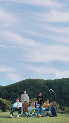 Bts Taehyung, Bts Bangtan Boy, Bts Jimin, Bts Group Picture, Bts Group Photos, Foto Bts, Bts Lyric, Bts Backgrounds, Bts Aesthetic Pictures