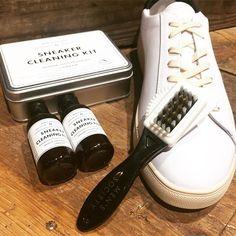 Le #kit indispensable pour nettoyer vos #sneakers #clae de chez #menssociety . En vente chez #tonsor_cie #barberlife #style #streetstyle #barbiertoulouse  #accessoires #barber #gentlemenssocialclub #dustyleetdesbonnesmanieres #barbers #frenchtouch #carmes #conceptstore #barbier #barberlife #barbershop #coiffeur #coiffeurtoulouse #spring #toulouse #becool #barberworld #barbergang #barbershopconnect
